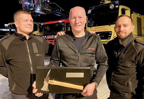 GRUER SEG: - Vi gruer oss til å miste deg som kollega, innrømmer Gøran Bolle Eriksen og Tom Andreassen til Geir Harald Moe (midten)