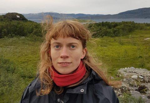 PROTEST: Astrid Bragstad Gjelsvik protesterer mot gruveutbygging i Repparfjorden i Finnmark.