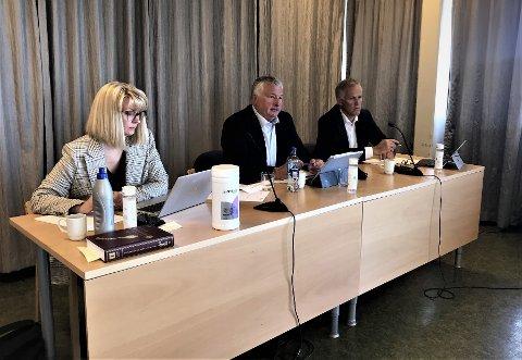 Rådmann Børge Toft (t.h) er svært bekymret for den økonomiske situasjonen i Alstahaug kommune. Flere enheter har store utgifter og inntekststap som følge av koronakrisen.