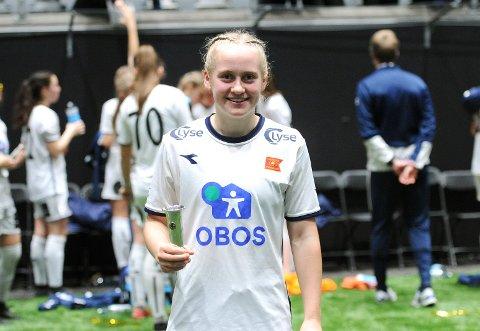 NORGESMESTER: Ingeborg Lye Skretting med pokalen som viser at hun har spilt på Norges beste J16-lag i 2019.