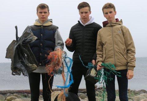 RESIRKULERER HAVPLAST: Tobias Vigrestad Mellemstrand (f.v), Mathias Mattingsdal og Elias Aarsland har startet en egen bedrift hvor de lager mobildeksler av plastikkavfall fra havet.