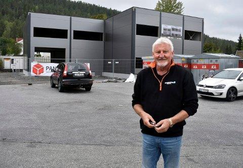 Karsten Hem gleder seg til han får inn de fem firmaene og i tillegg får leid ut kontorene i nybygget på Steglet. Planlagt åpningsdato er 15. januar.