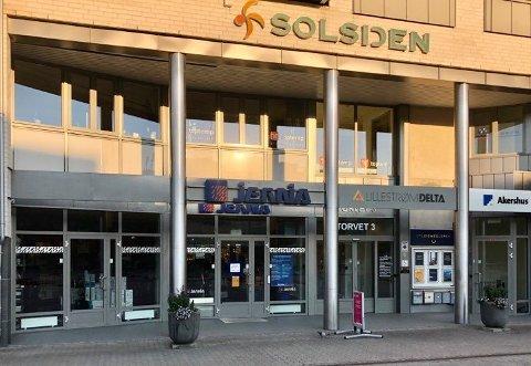 HVEM FLYTTER INN?: Disse lokalene på Lillestrøm torv blir ledige fra nyttår. Før jul skal arvtageren etter Jernia være på plass.