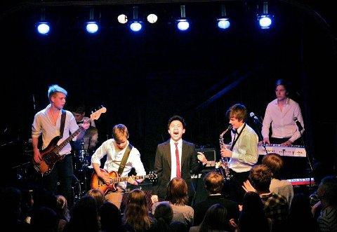 BADILON: Fra venstre: Andreas Reite (bass), Ole-Jørgen Hannestad (perkusjon), Anker Albert (gitar), Johnny Hyunh (vokal), Pelle Lütken (saksofon) og Simen Tveter (piano).