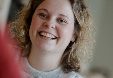 Den blide dessertsjefen ved Slottet, Eline Gulbrandsen, er vant til spørsmål om hva kongefamilien spiser.