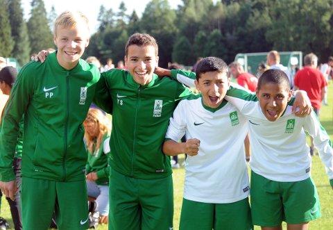 FORNØYDE: Rehan Shah, Philip Pilskog, Bilel Makbul, Yousef Sahraoui  var godt fornøyd etter 4-0 seier.