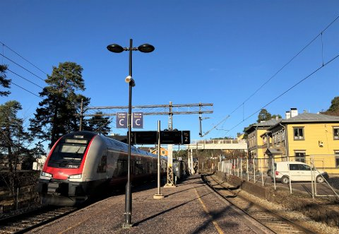 NORDSTRAND STASJON: I dag er det én midtperrong som betjener tog i begge retninger på Nordstrand stasjon. Det kan bli endret til to sideperronger.