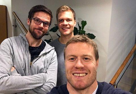 Tom Høgli gjester Anders Mo Hanssen og Jo Nymo Matland i podkasten JoMos Kosmos, og får fortelle om at han fort kunne ha endt opp som (grøss) Rosenborg-spiller.