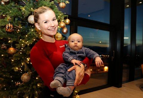 SPREK: Adele Tårnes trener variert nesten hver dag hele året. Her er hun sammen med sønnen Levi (4 måneder).