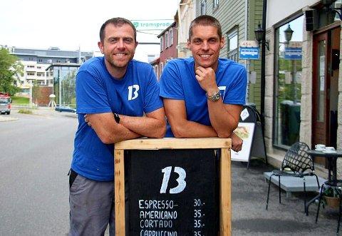 KRAFTIG ØKNING: Christian Sæther Riksheim (til venstre) og Anders Elde, som driver Bryggeri 13, lkunne notere en kraftig inntektsøkning i 2018-regnskapet. Arkivfoto: Maiken Amanda Brennås