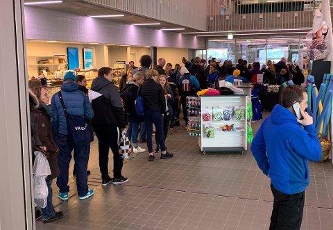 VIL UNNGÅ KØ: Tromsøbadet innfører obligatorisk reservasjon i helgene.