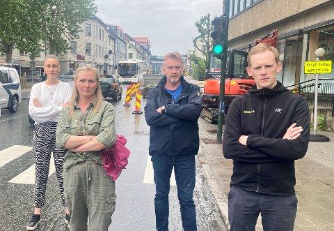 IMOT: Fra venstre Malin Gulbrandsen (Britts butikk), May-Tordis Simonsen (Veitasenteret), Knut Skjold Jensen (Perfekt Renseri) og Ørjan Ervik (Skills trafikkskole) er alle imot stengingen av Skippergata.