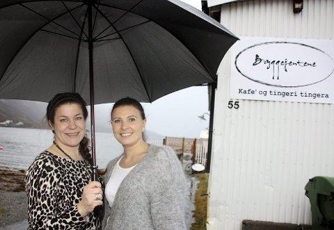 Trude Lorentzen og Elisabeth Kildalsen-Lorentzen som eier og driver Bryggejentene i Ersfjordbotn.