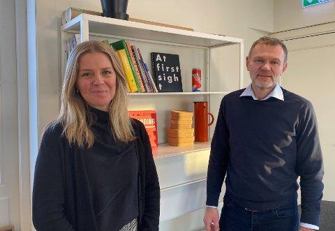 NY: Hege Biermann (til venstre) tar over stillingen som daglig leder for Ren Røros Frontal etter Sigrid Jansen. Til høyre administrerende direktør Arnt Sollie.