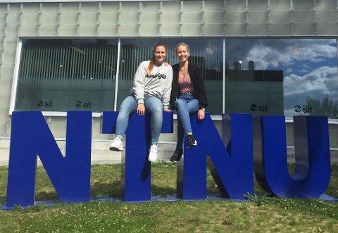 – Vi er helt enige i at sex og klining mellom faddere og nye studenter er uønsket, men tviler på at et forbud er løsningen, sier de to fadderlederne ved NTNU Gjøvik, Oda Storlien (f.v.) og  Ida Kristine Rebne.