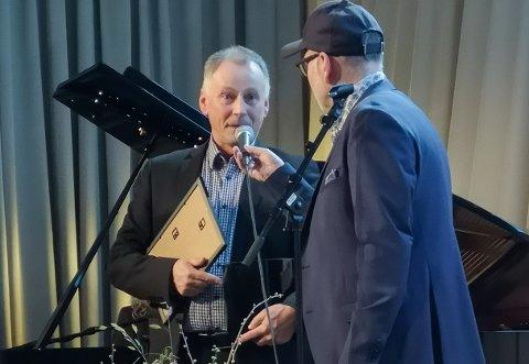 Leif Anders Wentzel i samtale med Årets klubbsjel Hans Christian Møllerhagen.