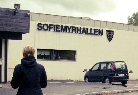 NEDSLITT: Den eldste delen av Sofiemyrhallen er 45 år gammel. Rådmannen foreslår å rive den og bygge ny hall et annet sted idrettsparken.