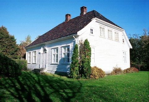 GUMSERØD: Hovedhuset i sin nåværende form skriver seg fra 1840-tallet.