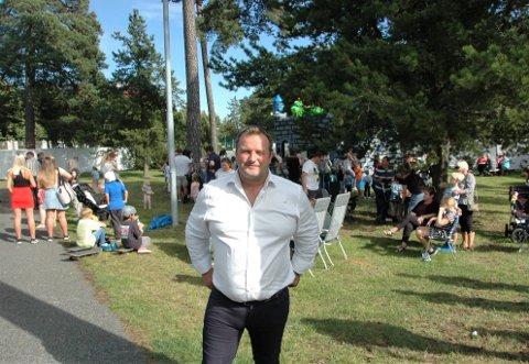 STOLT ARRANGØR: Kent Anders gikk rundt strålende fornøyd på Torstrandsdagen.