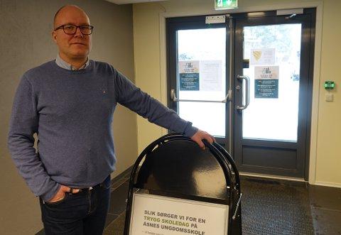 STORT FRAVÆR: – Med 22 ansatte borte av forskjellige årsaker går vi fra i dag over til digital hjemmeundervisning, sier rektor ved Åsnes ungdomsskole, Remi Eriksmoen.