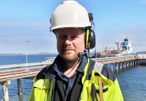 Fredrik Breigutu (42) er svært glad i arbeidsplassen sin på Slagentangen hvor mange nå mister jobben.