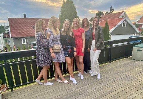 GRUPPA: Sofie (f.v.), Emma, Sunniva, Anna, Ine og Emma ønsket å skape blest rundt Wrightegaarden. De startet en digital innsamlingsaksjon, som siden torsdag kveld har bidratt med nærmere 120.000 kroner.