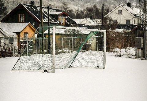 Snødekt: Politikerne bestemte i god tid før jul at Moheia-banen skulle bli oppvarmet i vinter. Først nå blir varmen satt på. Foto: Øyvind Bratt