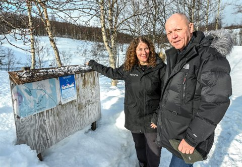 Visit Plura. Ina Therese Trælnes har besøk av stortingspolitiker i transport og kommunikasjonskomiteen Hansen, Øystein Langholm.