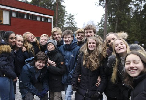 Elevene ved Hov ungdomsskole synes smil-uka er et bra tiltak. De mener andre skoler også burde teste det ut, og se hvordan det påvirker elevene.