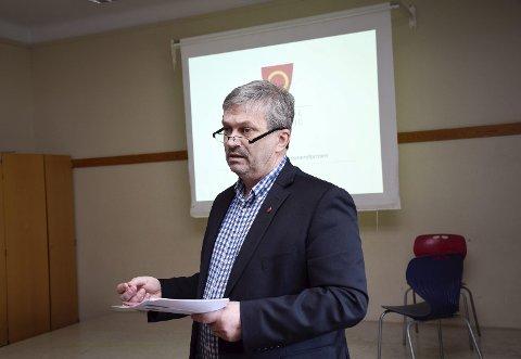 Ordfører Kjell B. Hansen etterlyser svar fra fylkespolitikerne.