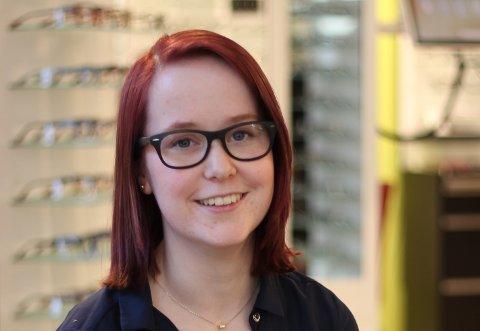 Når du fyller 18 år må du dekke utgifter til briller selv. Det mener Maria Gruer er urimelig.