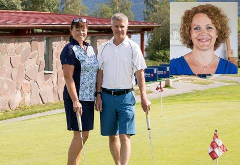 SAVN: Golfparet Torstein og Aase Næss fra Gran, har savnet golfkafeen på Storøya. - Veldig hyggelig at den åpner igjen. Det er viktig for miljøet og vi pleier sitte ned, ta en matbit før og etter runden.