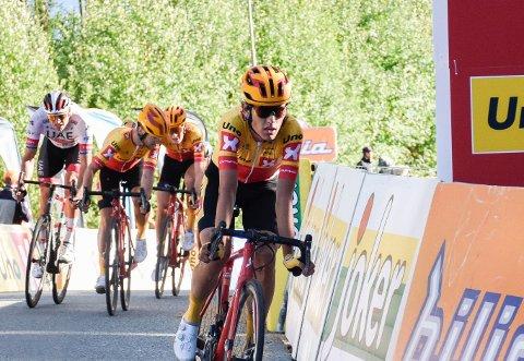 FEMTEPLASS: Her ruller Torstein Træen inn til en femteplass blant Norges beste syklister. Men ringerikingen var først og fremst skuffet over at gullet glapp for laget hans.