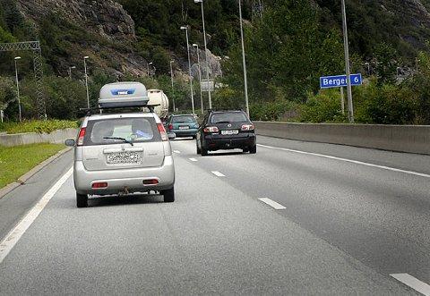 KJØRER FOR SAKTE: Hele 66 prosent har opplevd farlige situasjoner i trafikken, fordi noen har kjørt under fartsgrensen. Dette er nok særlig et problem på lande- og motorveier.