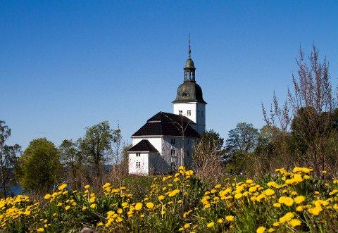 Ernst Thorleif Monsen spiller årets siste sommerkonsert i Jevnaker kirke.
