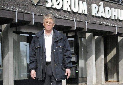 KREVER SVAR: Leder av kontrollutvalget i Sørum, Tor-Arne Lie Jensen (H) mener det er på høy tid å se SNR nærmere i kortene. Han er ikke alene.
