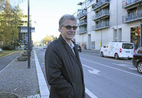 SPØRRENDE: Tore Berg i Folkets Røst jobber om dagen med å få oversikt over rådmannens forslag til budsjett.