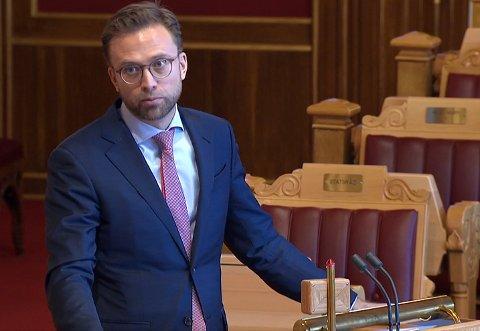 LOVER: – Det skal ikke stå på oss hva gjelder hjelp for Gjerdrum, lover kommunal- og moderniseringsminister Nikolai Astrup (H).
