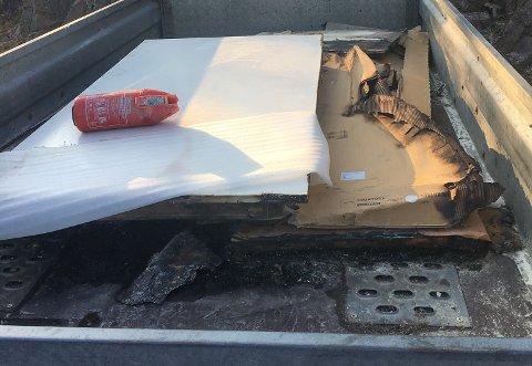 BRANT OPP: De nyinnkjøpte møblene som lå på hengeren til Sætre-mannen brant opp.