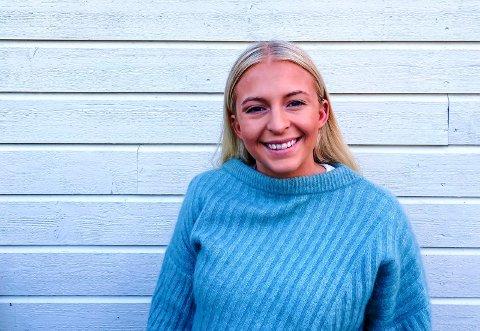 NY JOBB: Neste måned er Emma Fretheim Kiland (21) ferdig med sin bachelor i markedsføringsledelse. Hun trenger derimot ikke å dra på jobbjakt, siden ny jobb allerede er i boks. – Sandefjord var førstevalget mitt, så jeg er glad for at jeg fikk jobb her, sier 21-åringen, som er ansatt hos Innowin.