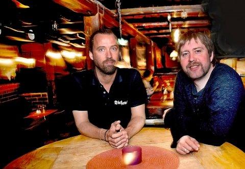 Jul på Dickens: Dickens-innehaver Jørgen Andersen (til venstre) og Jonas Groth skal sørge for julestemning også i år.