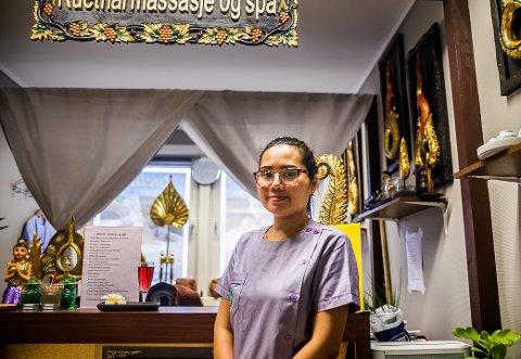 SERIØS: Daglig leder Nicky Phimphaengrak i Ruethai Massasje & Spa er glad for at det har blitt mindre henvendelser fra mannlige kunder som ønsker seksuelle tjenester.