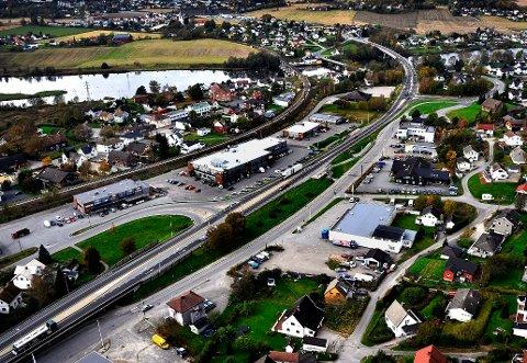 GREÅKER: Det er køkjøring flere steder mellom Sarpsborg og Fredrikstad.  En av flaskehalsene er på Greåker hvor trafikken fra både Greåkerveien og Opstadveien skal inn på fylkesvei 109.