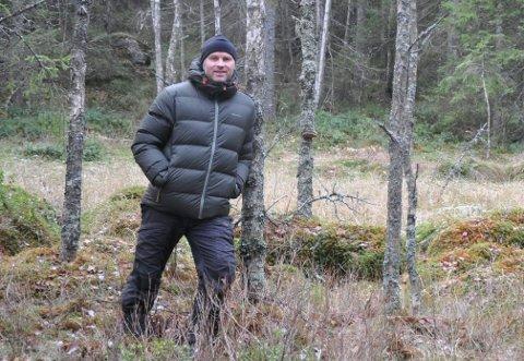 FRIVILLIG SKOGVERN: Grunneier Mats Finne på Svarverud i Hærland synes det er positivt at en del av skogen hans kan stå urørt.