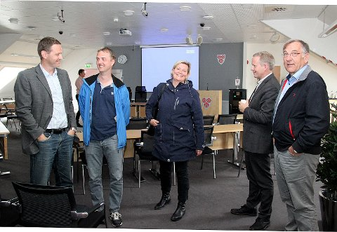 Dag Soppeland, Bjørn Næss, Anne Woie, Lars Hultin og Hogne Fjellanger hadde mye å snakke om, både under og etter møtet.