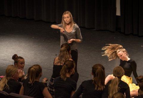 DANSESTUDIO-GRÜNDAR: Andrea Hjelmen Asbjørnsen har drive dansestudio i over fem år og bruker Folkets Hus i fleire timar kvar veke til dansetimar med elevane sine.