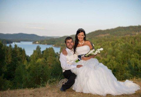 VANDREKJOLE: Brudekjolen til Elisabeth har nå fått en ny eier. Nå er paret invitert i bryllupet. Foto: Privat