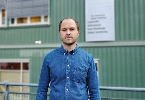 METER'N: Kommuneoverlege Sjur W. Ohren sier virksomhetene har ansvar for å påse at smittevernreglene blir overholdt.