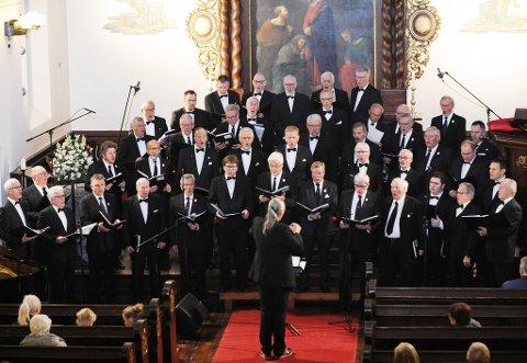 Stort: Egges mannskor og Frimurer-koret sang «O, Helga Natt» sammen på adventskonserten i fjor.