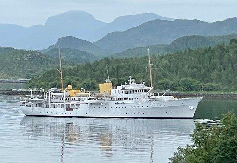 Kongeskipet «Norge» ankret opp i Borvika lørdag morgen.